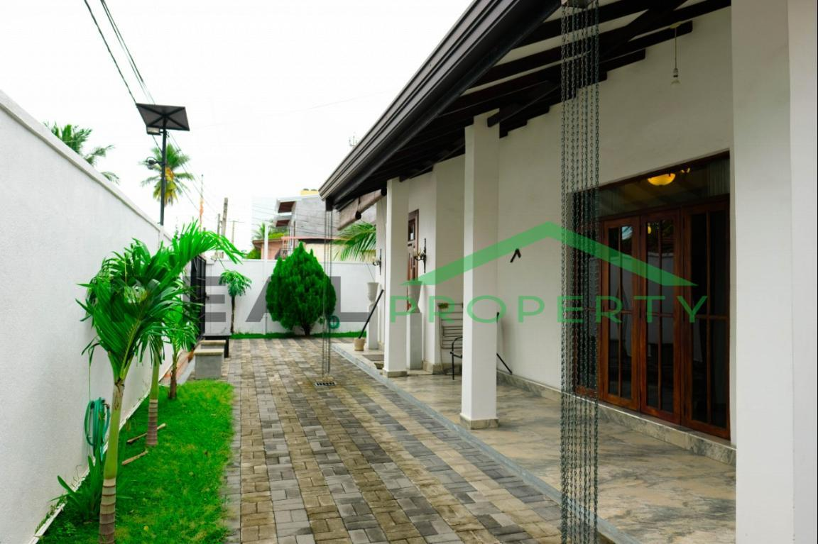 Exotic Fully Furnished 4 Bedroom House for Sale in Dehiwala-image 2