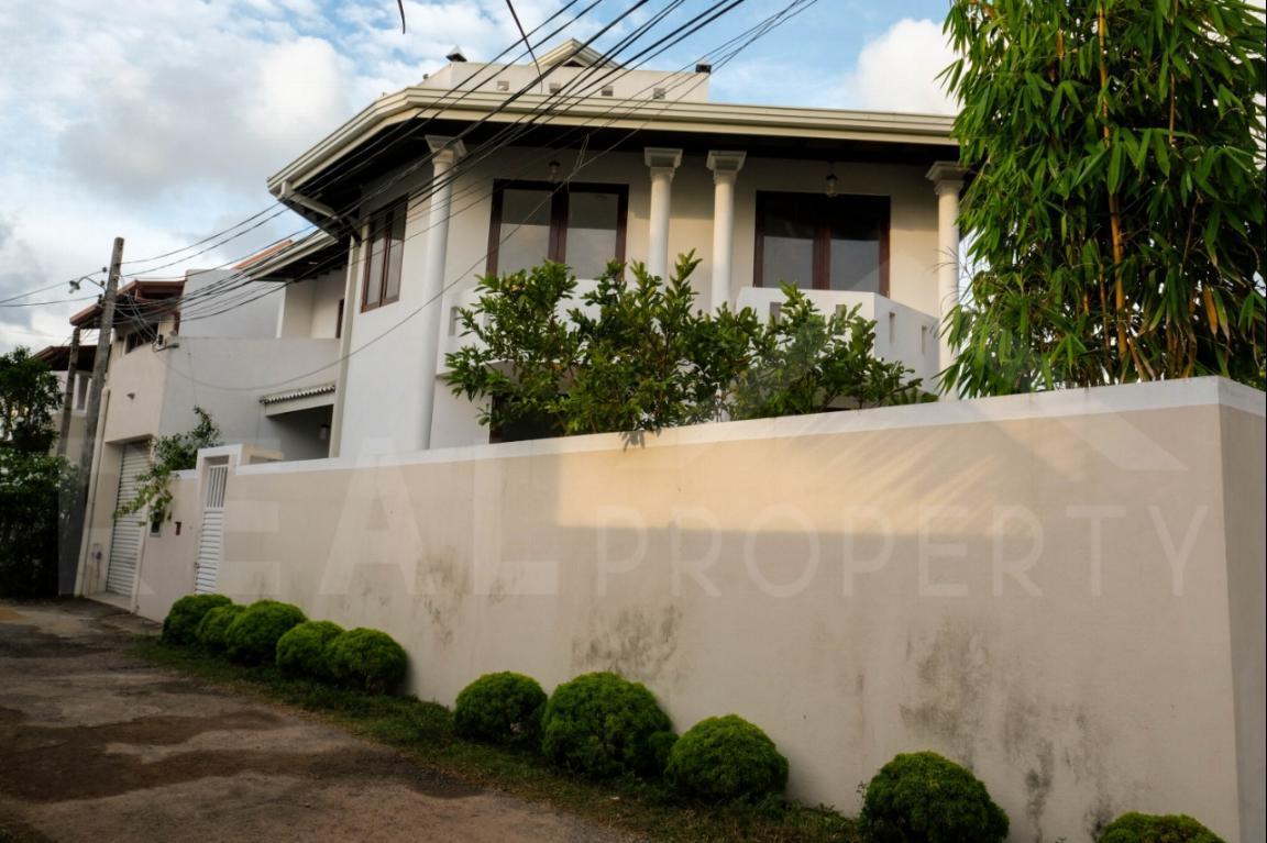 House for Sale in Thalawathugoda-image 1