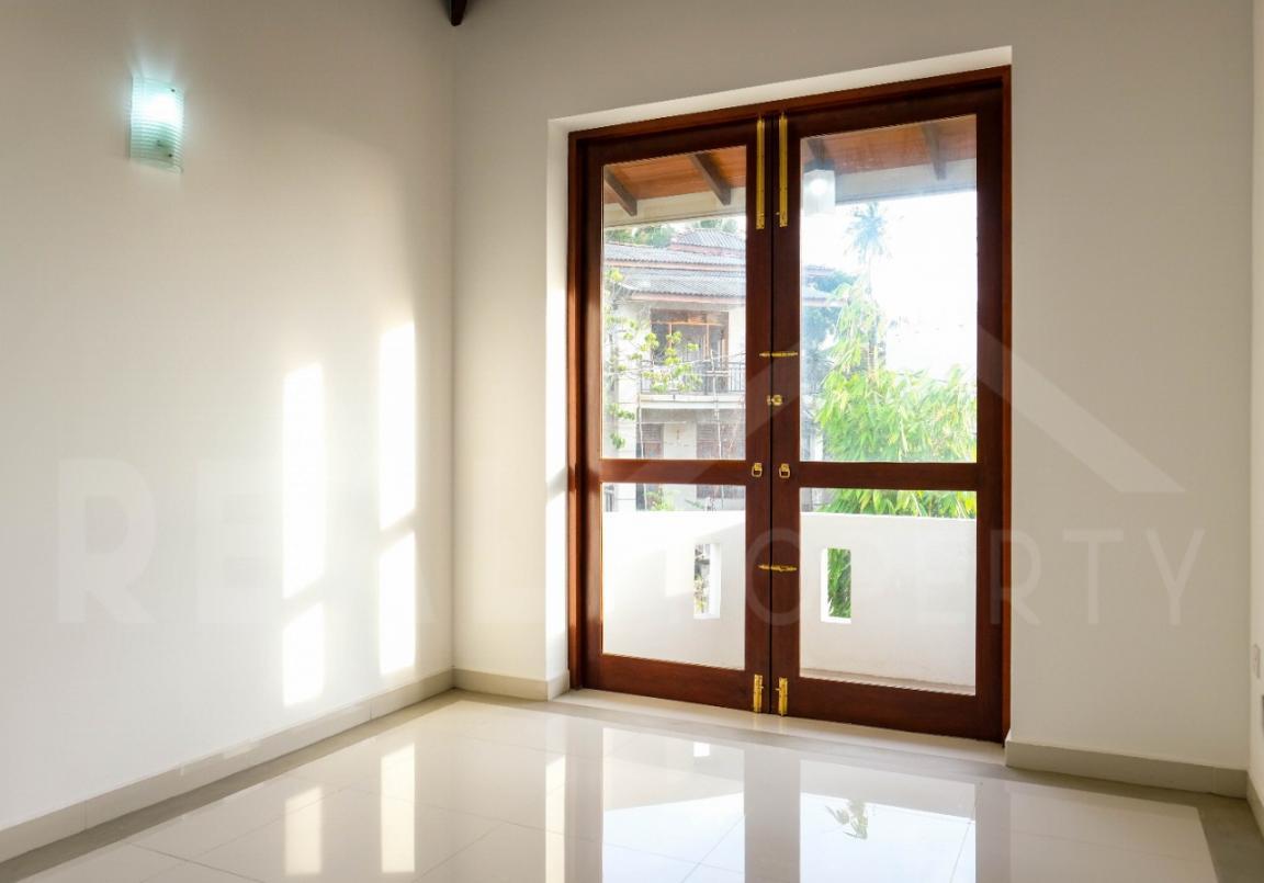 House for Sale in Thalawathugoda-image 6