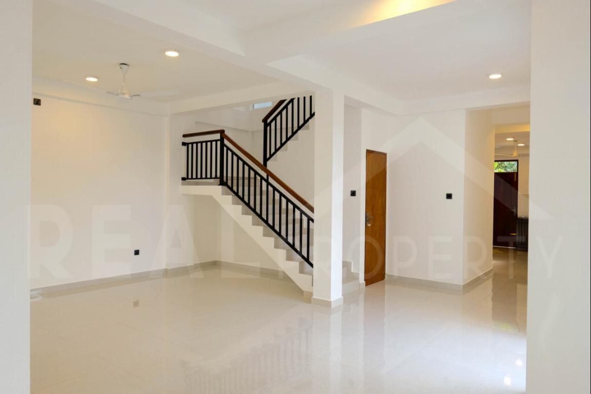 House for Sale in Battaramulla-image 2