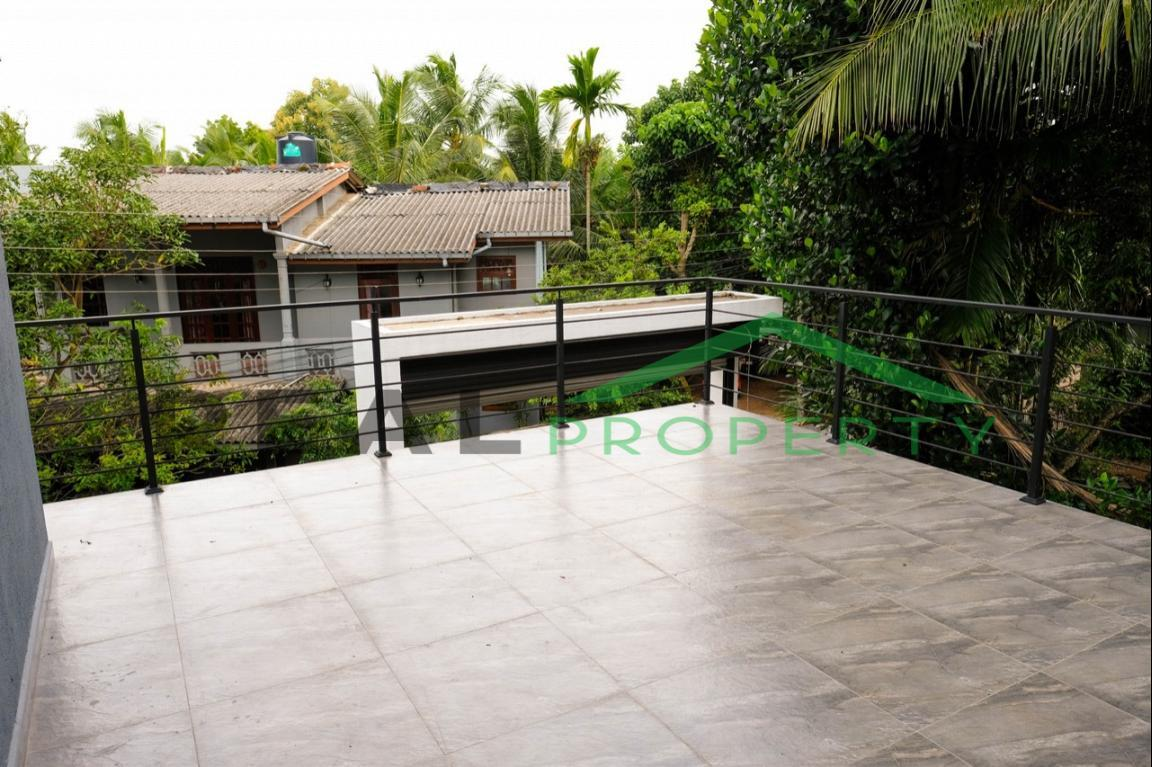 Brand new Luxury House for Sale in Battaramulla- Koswatta-image 10