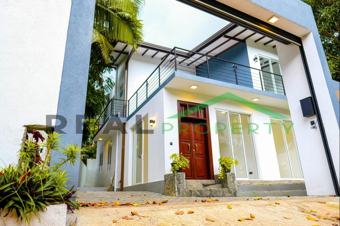 Brand new Luxury House for Sale in Battaramulla- Koswatta-image 1