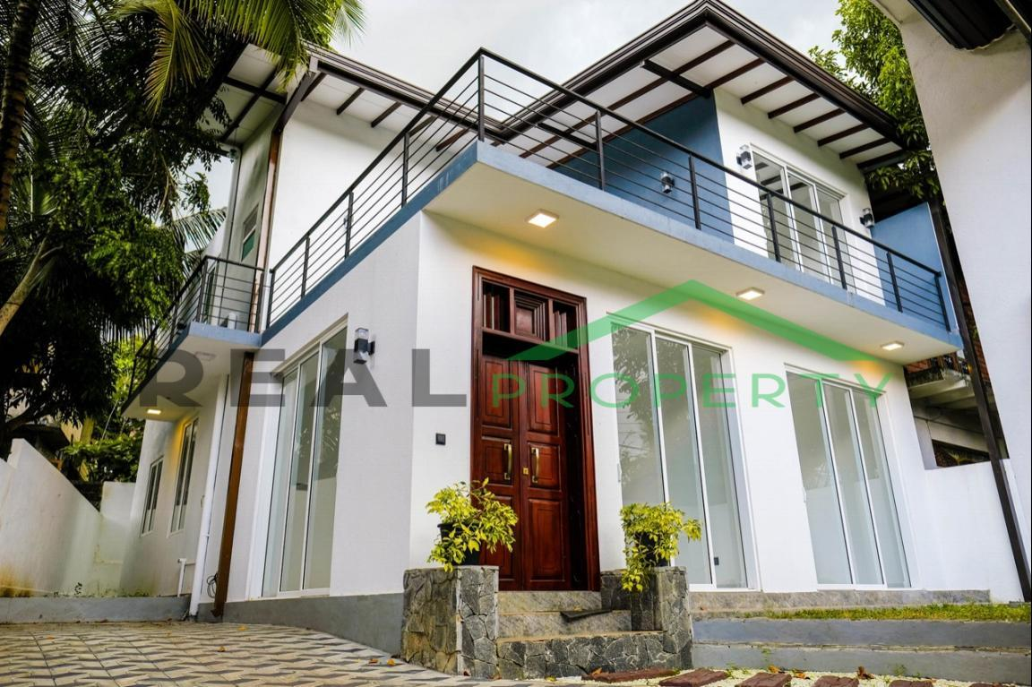 Brand new Luxury House for Sale in Battaramulla- Koswatta-image 2