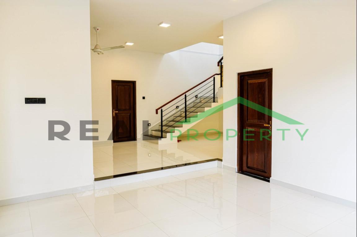 Brand new Luxury House for Sale in Battaramulla- Koswatta-image 3