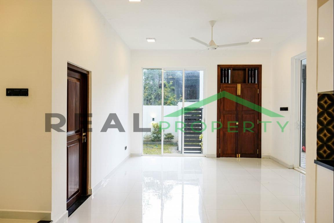 Brand new Luxury House for Sale in Battaramulla- Koswatta-image 4