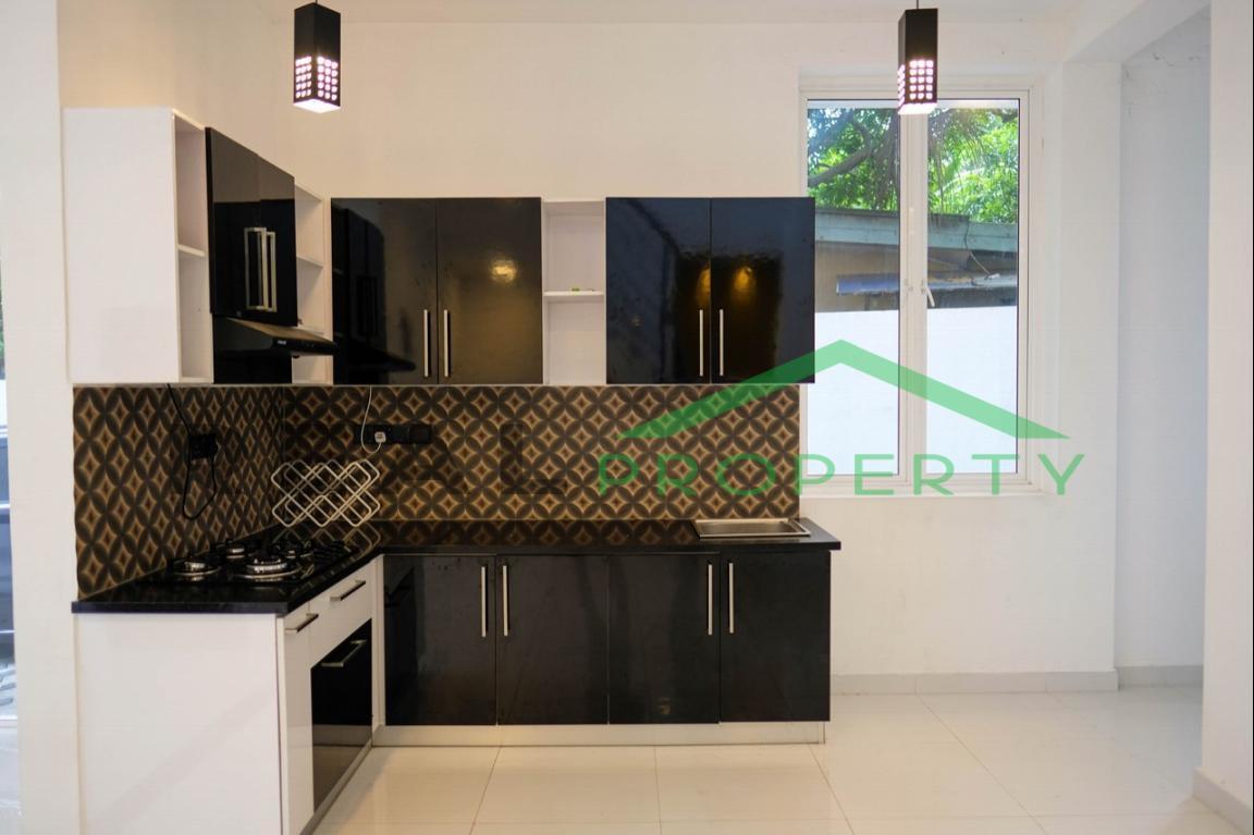 Brand new Luxury House for Sale in Battaramulla- Koswatta-image 6