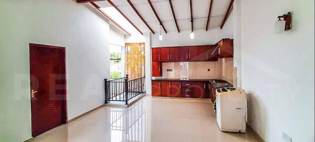 House for Sale in Boralesgamuwa-image 4